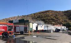 Así ha quedado la nave incendiada en Los Carlos