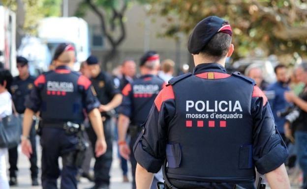 Un herido al ser atropellado por un furgón de los Mossos en los altercados de Cataluña