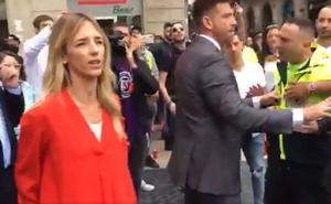 Álvarez de Toledo denuncia una «huelga golpista» tras ser increpada en Barcelona