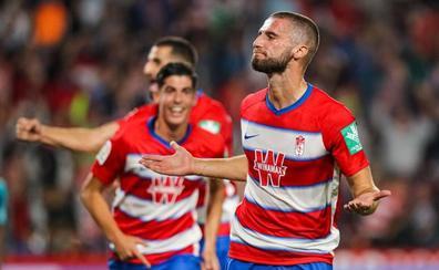 Domingos certificó la victoria al batir de cabeza a Rubén Martínez
