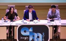 Locura fan en Granada por Ana Guerra y Cepeda