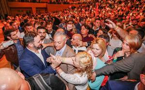 Abascal visita Granada para apoyar a dos empresarios estafados por un falso tesorero de Vox