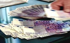 Un jubilado acude a un banco en Granada para invertir los ahorros de toda su vida y el empleado le estafa 51.000 euros