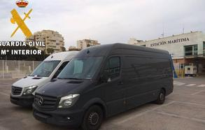 Detienen en el puerto de Almería a dos personas tras requisarles tres vehículos robados en Alemania