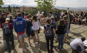 El Albaicín se rebela contra la masificación turística