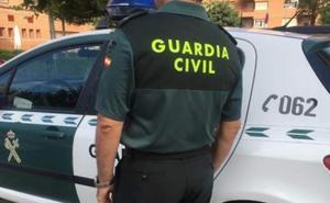 Atracan a punta de navaja a un menor de madrugada en Las Gabias y son cazados por la Guardia Civil poco después