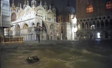 Venecia se inunda con la segunda mayor marea de su historia