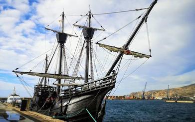 La nao Victoria se refugia en el puerto de Almería por el temporal en su travesía a Motril