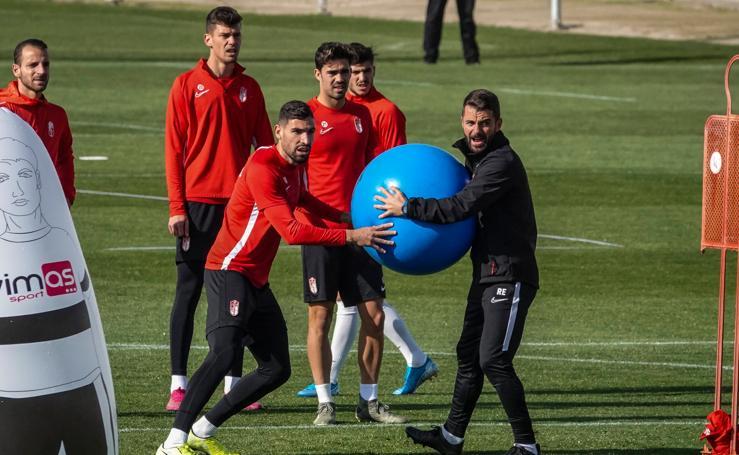 La defensa, protagonista en el entrenamiento del Granada