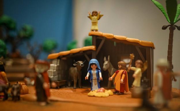 70 000 Figuras De Playmobil En El Colosal Belen De Granada Ideal