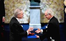 Las protestas contra Peter Handke enrarecen la entrega de los Nobel en Estocolmo