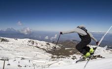 Sierra Nevada congrega a 4.500 esquiadores en sus 50 kilómetros de pistas