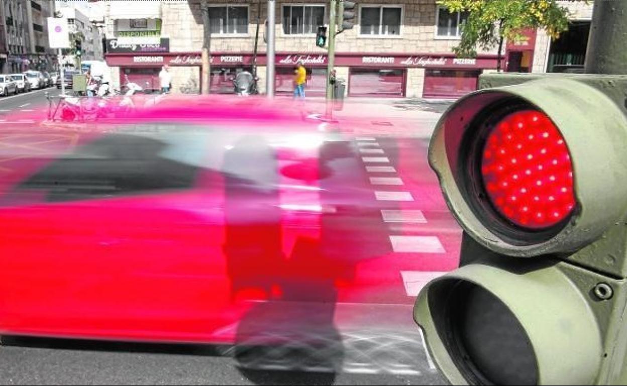 DGT | La multa por saltarse un semáforo en rojo y la excepción por la que  no hay sanción | Ideal