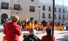 200 vecinos de Motril se concentran bajo el auspicio de Vox para «unir España»