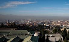 Una nube de contaminación sobrevolando Granada