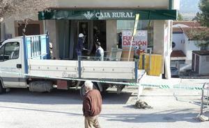 La banda del tractor logró hacerse con 17.000 euros tras arrancar el último cajero en Dehesas de Guadix