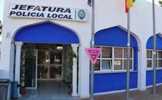 La Policía Local de Almuñécar salva a un hombre de morir asfixiado