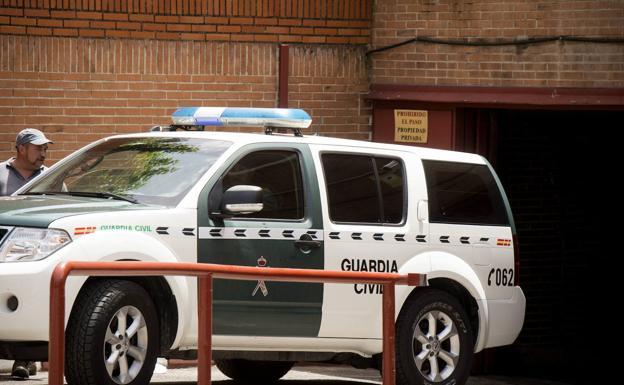 Un vehículo de la Guardia Civl/Ideal