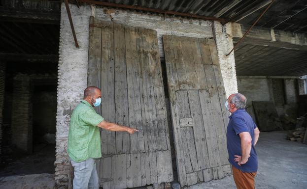 Recorremos con Cecilio Madero y Manuel Moral algunos de los rincones más emblemáticos de Fajalauza.