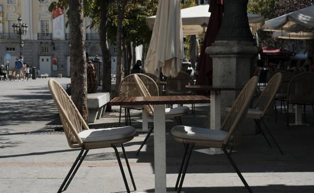 La terraza de un bar del centro de Madrid, vacía./Ó. Chamorro