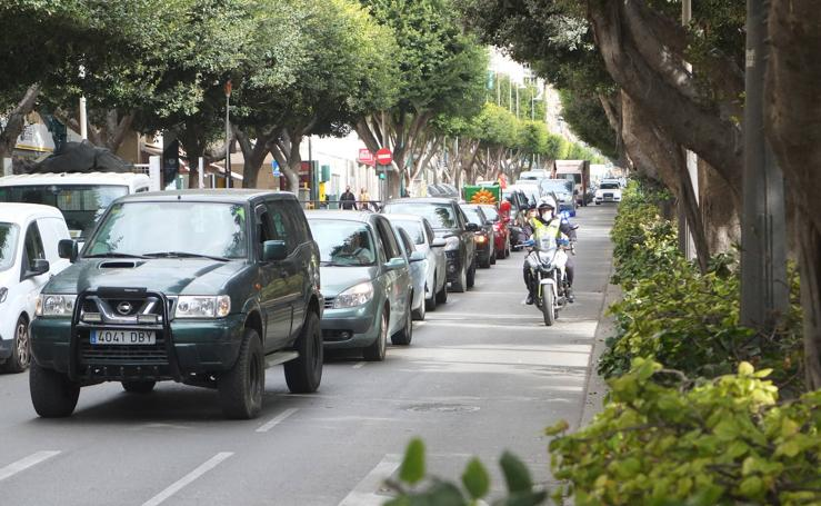 Autónomos, agricultores y feriantes toman las calles de Almería