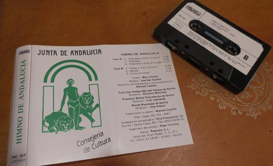 La cinta de cassette editada por la Junta para difundir el Himno./J. A. M.
