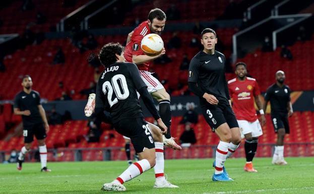 Manchester United - Granada | Vallejo se marca su segundo gol en propia del curso en Europa | Ideal