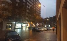 Una espectacular tromba de agua sorprende a Almería
