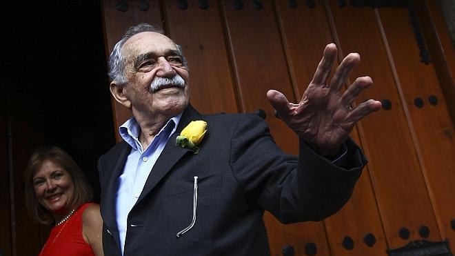 Flores y ceremonia íntima para despedir a Gabo