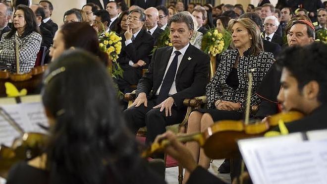 Santos pide la paz en Colombia como homenaje a García Márquez
