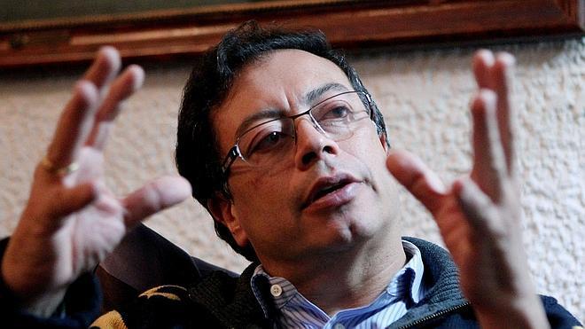 Santos restituye a Petro como alcalde de Bogotá