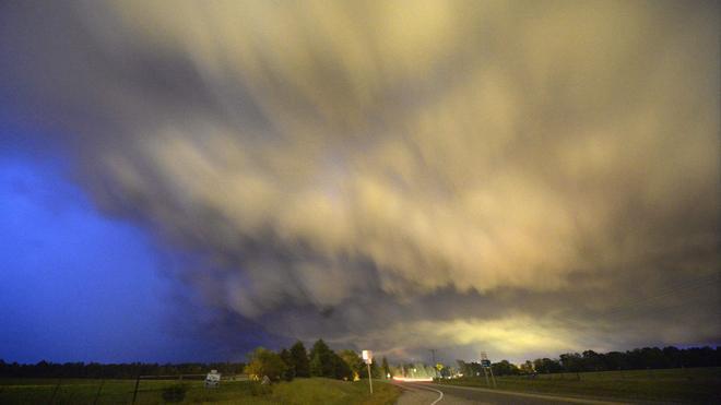 Al menos doce muertos por el paso de varios tornados por Arkansas y Oklahoma