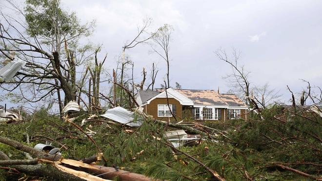 Ascienden a 34 los fallecidos por la ola de tornados en EE UU