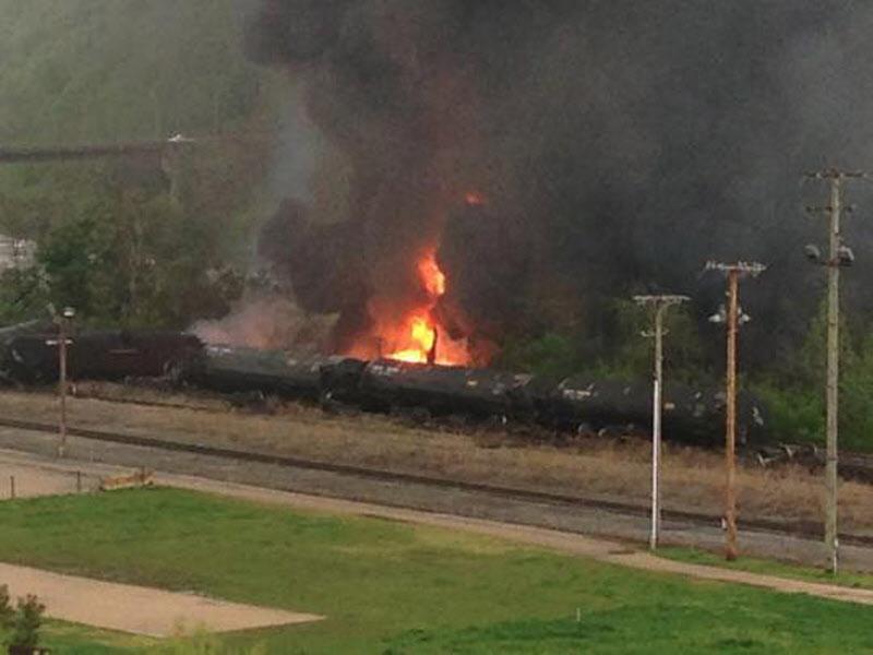 Evacúan varios edificios tras el incendio de un tren en Virginia
