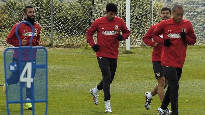 Diego Costa ya se entrena tras recibir el milagro serbio