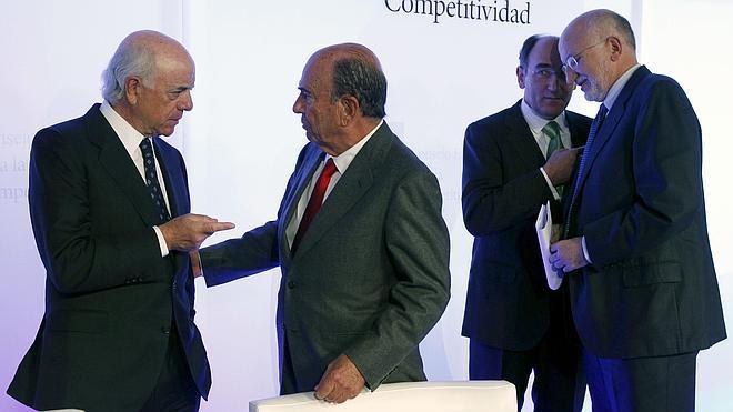 Fitch eleva el rating del Santander y el BBVA a 'A-', un escalón por encima del de España