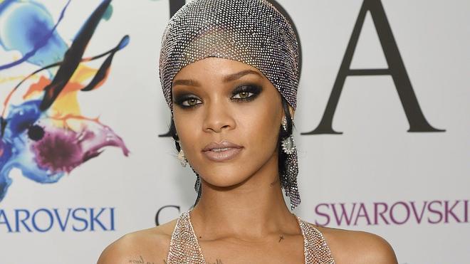 Rihanna lo enseña todo