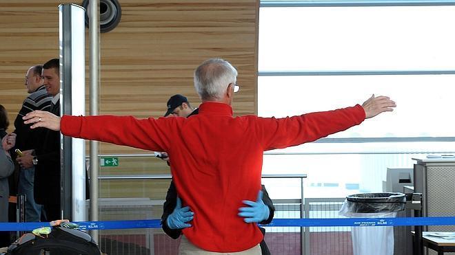 La Asociación Internacional del Transporte Aéreo ve «ineficaz» prohibir aparatos electrónicos