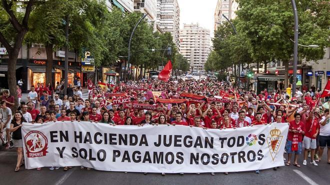 El Murcia desciende a Segunda B