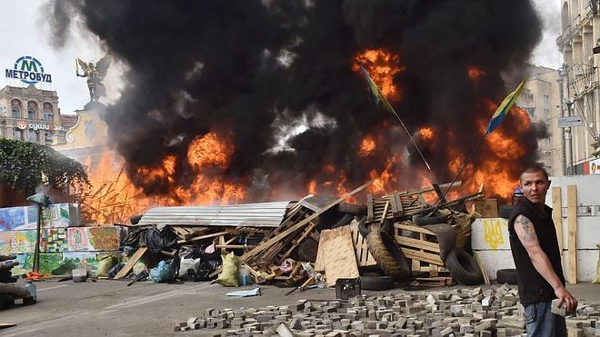 Los ucranianos desmantelan las barricadas de Maidan