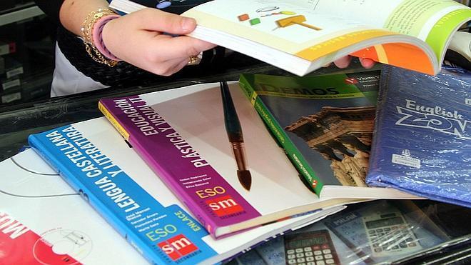 El precio de los libros de texto sube un 0,8% en el primer curso de la Lomce
