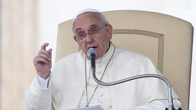 El solideo del Papa recauda más de 200.000 euros en Ebay