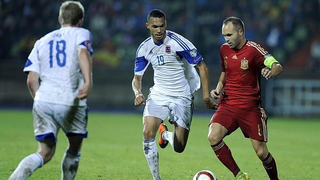 Iniesta gana el Golden Foot 2014