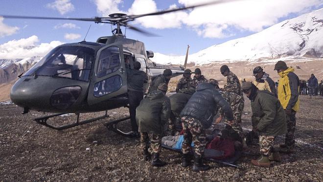 Al menos cien montañeros continúan desaparecidos en el Himalaya