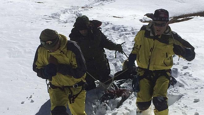 Unas 300 personas continúan desaparecidas tras la tormenta de nieve en Nepal