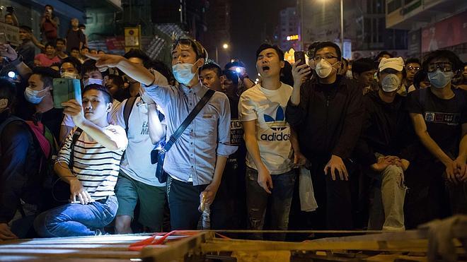 Al menos 26 detenidos y decenas de heridos en otra jornada de protestas en Hong Kong