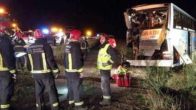 Tres muertos y 26 heridos en una colisión entre dos autobuses en Palencia
