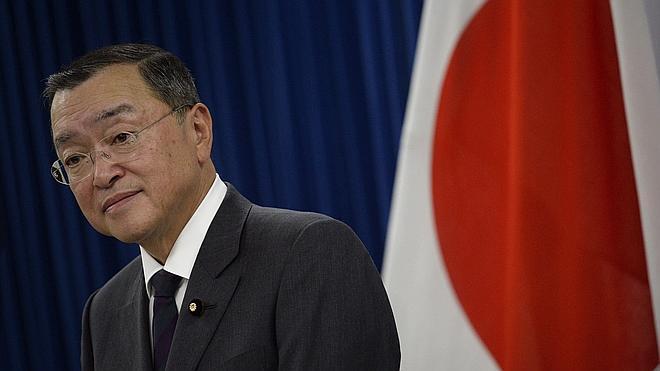 El ministro de Economía de Japón admite haber gastado fondos públicos en un bar sadomasoquista