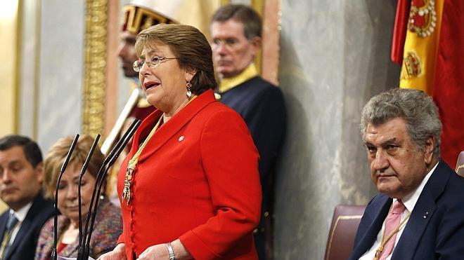 Bachelet recoge en el Congreso el malestar de los ciudadanos con la política
