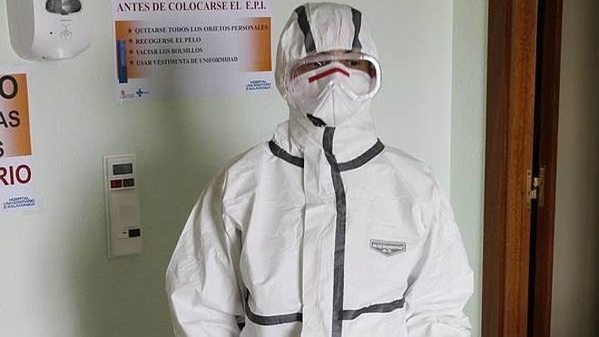Castilla y León prohíbe usar los trajes oficiales del ébola en Halloween